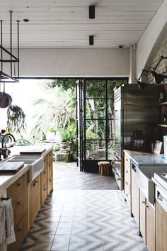 Inside The Vaucluse Home Of Australia's Hospitality Kingpin, Justin Hemmes | Collective Hub