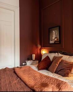 Red Bedroom Walls, Red Bedroom Design, Bedroom Orange, Bedroom Wall Colors, Red Walls, Home Bedroom, Interior Design, Burgundy Bedroom, Burgundy Walls