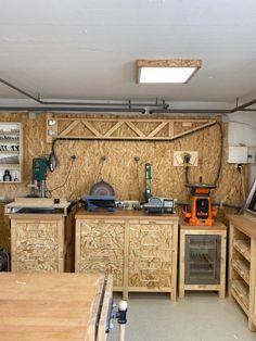 Garage Workshop Plans, Garage Workshop Organization, Garage Tool Storage, Workshop Layout, Diy Garage Shelves, Workshop Storage, Garage Tools, Garage Shop, Work Shop Building