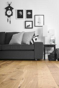 Parketti Parla Tammi Villa 1-säle mattalakka 2,50 m²/pak huoneessa Villa, Couch, Flooring, Interior Ideas, Furniture, Home Decor, Settee, Decoration Home, Sofa