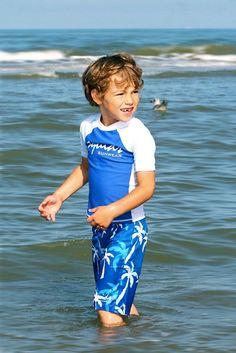 Surfshort Boys Palm http://www.zonnepakje.nl/product/surfshort-boys-palm/