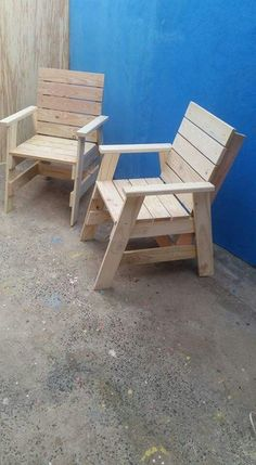 Utilize your Do It Yourself abilities to build your own dining room chair, loung. - Utilize your Do It Yourself abilities to build your own dining room chair, lounger, or a vibrant pe - Pallet Furniture Bench, Outdoor Furniture Plans, Pallet Chair, Woodworking Furniture Plans, Diy Woodworking, Wood Furniture, Grizzly Woodworking, Woodworking Magazine, Woodworking Workshop