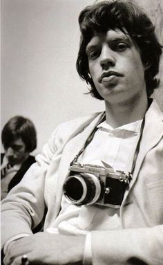 When Celebrities as Photographers – 31 Interesting Photos Show Famous People with Their Nikon F Cameras