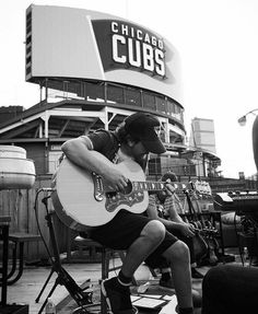 Eddie Vedder in the shadow of Wrigley Field . Have you seen the film yet on the big screen ? this is one of my favorite shots from rooftop . Eddie Vedder Cubs, Music Film, My Music, Chicago Cubs History, Mookie Blaylock, Ed Vedder, Pearl Jam Eddie Vedder, Mae West, Band Photos