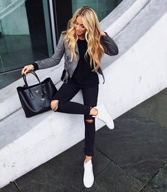How to wear a grey leather jacket for women looks & outfits Fashion Mode, Grey Fashion, Look Fashion, Autumn Fashion, Womens Fashion, Grey Leather Jacket, Leather Jacket Outfits, Leather Jackets, White Leather