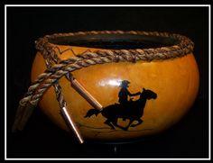 Southwestern Gourd Art | Gourd Art Southwestern Home Decor, Southwestern Style, Western Crafts, Western Decor, Hand Painted Gourds, Rustic Art, Gourd Art, Tole Painting, Artist At Work