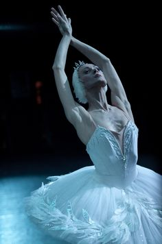 Uliana Lopatkina in Swan Lake at the Paris Opera Ballet. Photo by Anne Deniau.
