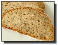 Větší celokváskový chléb, který vydrží výborný až do úplného spotřebování. Na řezu je hezky dírkatý a strakatý semínky, která při kousání chroupou jako oříšky.  Suroviny: 30 g pravidelně krmeného kvásku 120 g vody 150 g žitné chlebové mouky (vše dobře promícháme a necháme v teple 10-12 hodin kvasit) Dále: 360 g (ml) vody lžíce… Sourdough Bread, 20 Min, Bread Recipes, Stuffed Mushrooms, Baking, Hampers, Yeast Bread, Stuff Mushrooms, Bakken