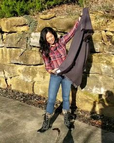 Learn how to wear your blanket scarf. Learn how to wear your blanket scarf. Winter Outfits For Teen Girls, Winter Mode Outfits, Cute Fall Outfits, Winter Fashion Outfits, Autumn Winter Fashion, Outfit Winter, Blanket Scarf Outfit, How To Wear A Blanket Scarf, Ways To Wear A Scarf