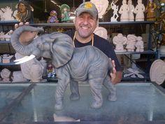 Elefante De Cerámica - Bs. 3.900,00 en MercadoLibre Elephant Love, Ceramic Animals, Clay Art, Elephants, Mandala, Lion Sculpture, Ceramics, Statue, Awesome