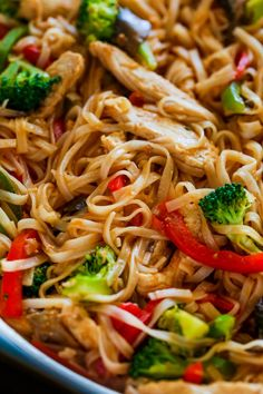 Chicken Stir Fry with Rice Noodles is an easy and delicious weeknight meal loade Chicken Stir Fry with Rice Noodles is an easy and delicious weeknight meal loaded with healthy ingredients. A one-pan 30 minute chicken stir fry recipe. Chicken Stir Fry With Noodles, Fried Rice Noodles, Pork Stir Fry, Ramen Noodles, Chinese Stir Fry Noodles, Chicken Stir Fry Marinade, Vegetable Stir Fry Noodles, Stir Fry Pasta, Peanut Chicken Stir Fry