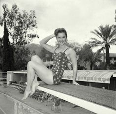 Debbie Reynolds stay cool and looks so cute in her one piece.
