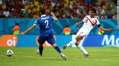 Bryan Ruiz scores for Costa Rica against Greece