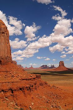 Monument valley in Utah USA Arches Nationalpark, Yellowstone Nationalpark, North Cascades, Great Smoky Mountains, State Parks, Places To Travel, Places To See, Monument Valley Utah, Death Valley