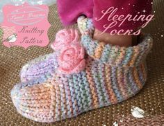 Sleep bed socks or house slippers! Make a pair of these for everyone in the family, with this free knitting pattern. and warm feet! Easy Knitting, Knitting Patterns Free, Knit Patterns, Knitting Socks, Knitting Needles, Sewing Patterns, Bed Socks, Knitted Slippers, Craft Tutorials