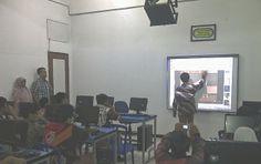 SMP AL MA'SOEM: Smart Board, Inovasi Pendidikan di Al Ma'soem
