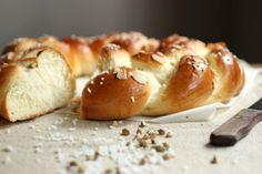 El título es en sentido literal, un pan que es dulce, no el pan dulce italiano con frutas que estamos acostumbrados para fin de año. A...