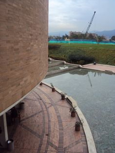 Biblioteca Virgilio Barco Arq: Rogelio Salmona Bogotá, Colombia. Build A Wall, Pottery Wheel, Less Is More, Terra Cotta, Bricks, Landscape, Architecture, Building, Water