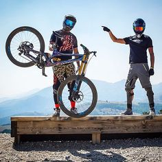 It takes only one trip on the incorrect bike seat to show irrefutably that a great bike seat is critical to routine bike riding. Freeride Mountain Bike, Freeride Mtb, Moutain Bike, Mountain Biking, Mtb Downhill, Mtb Bike, Cycling Bikes, Motocross, Radical Sports