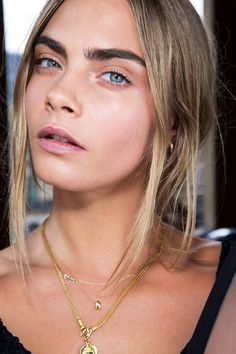 We're not the only one who loves the no make-up make-up look - here's Cara Delevingne #BeautyTrends #NoMakeUp #MakeUp
