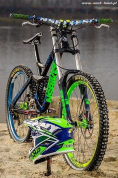 Learning to ride a bike is no big deal. Learning the best ways to keep your bike from breaking down can be just as simple. Velo Dh, Freeride Mtb, Mtb Downhill, Montain Bike, Mt Bike, Mtb Trails, Bike Photography, Bicycle Maintenance, Bike Design