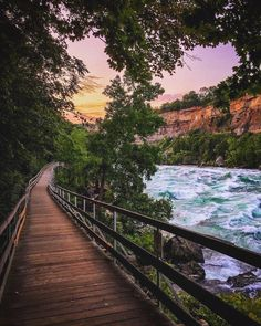 Top 10 Most Romantic Honeymoon Destinations Affordable Canada Places To Travel, Places To See, Sea To Sky Highway, Voyage Canada, Ontario Parks, Romantic Honeymoon Destinations, Road Trip, Ontario Travel, Canada Destinations