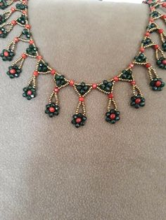 This Pin was discovered by Emi Eye Jewelry, Seed Bead Jewelry, Bead Jewellery, Bead Earrings, Beaded Jewelry Patterns, Bracelet Patterns, Beading Patterns, Beaded Crafts, Jewelry Crafts