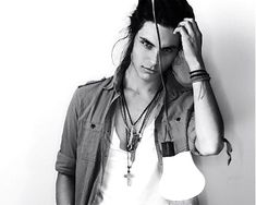 Look past the dreads, and look at the gorgeous bone structure and eyes, yum!  Samuel Larsen aka Joe Hart from Glee