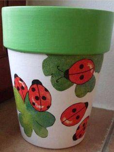 decoupage flowerpots from janaen: ladybug - Claypot Handwerk - Vase ideen Flower Pot Art, Flower Pot Design, Clay Flower Pots, Flower Pot Crafts, Flower Pot People, Clay Pot People, Painted Plant Pots, Painted Flower Pots, Painting Terracotta Pots