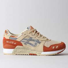 The Gel Lyte III Shoes in Marzipan/Camo, what a beauty! Tan, Burnt ochre, grey, speckle sole and that chocolate drop camo on the heel and tongue, amazing. Constructed from synthetic leather and synthetic mesh fibre uppers mixing shades of Grey and Black, with the famous Asics stripes on the sidewalls in synthetic leather. Asics Gel branding has been printed on the heel, a plush padded collar with Asics famous split tongue design that takes on a chocolate drop camo finish are present. Th...