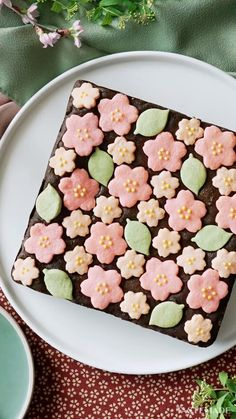 Cherry Blossoms and Roasted Green Tea Brownies ~ Recipe - Food Recipe Brownie Recipes, Dessert Recipes, Decorated Brownies, Tastemade Japan, Brownie Packaging, Pop Up Cafe, Leaf Cookies, Best Green Tea, Green Teas