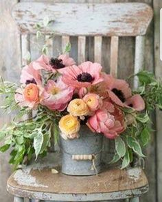 Does anything say Farmhouse Fabulous like a Charming Floral Arrangement? There is nothing like some beautiful blooms put together in a simple yet gorgeous way. You are going to find a collection of Adding a Touch of Spring with Farmhouse Flower Ideas t Deco Floral, Arte Floral, Floral Design, Fresh Flowers, Pretty Flowers, Spring Flowers, Lavender Flowers, Wild Flowers, Yellow Flowers