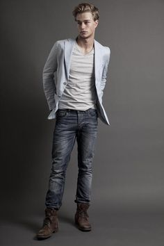 Jeans, T-Shirt And Blazer Laurin Krausz