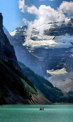 alaska, on of my most favorite places. Rita says this is actually Canada--Lake Louise near Banff Nat'l Park. Dream Vacations, Vacation Spots, Vacation Travel, Vacation Rentals, Vacation List, Vacation Packages, Banff National Park, National Parks, Lac Louise