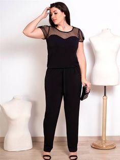 Mono con pantalon largo negro de moda en tallas grandes. Jumpsuit plus size