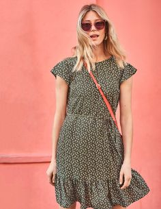 Love Fashion, Girl Fashion, Khaki Dress, Feminine Dress, Weekend Outfit, Well Dressed, Pretty Dresses, Spring Summer Fashion, Evening Dresses