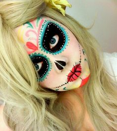 maquillaje halloween, halloween make up Candy Skull Makeup, Candy Skulls, Sugar Skulls, Sugar Skull Face Paint, Last Minute Halloween Costumes, Easy Halloween, Halloween Stuff, Halloween Zombie, Halloween Tricks