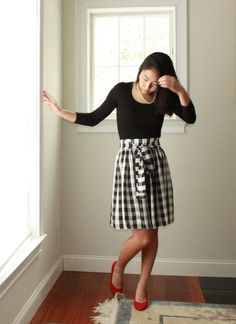 Quick Party Skirt tutorial. (Use jersey to avoid the zipper.)