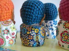 Buditas de colores Astrology, Buddha, Decoupage Ideas, Batman, Diy, Plaster Art, Craft Ideas, Tatoo, Painted Rocks