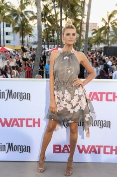 """Kelly Rohrbach Photos - Kelly Rohrbach attends Paramount Pictures' World Premiere of """"Baywatch"""" on May 2017 in Miami, Florida. - Paramount Pictures' World Premiere of 'Baywatch' Baywatch, Famous Blondes, Kelly Rohrbach, Plunge Dress, Vanity Fair Oscar Party, Spring Summer Trends, Pink Mini Dresses, Beautiful Women Pictures, Sexy Skirt"""