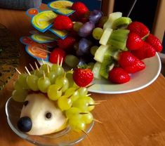 59 Ideas fruit salad decoration food art creative for 2019 Fruit Salad Decoration, Creative Food Art, Cheese Dessert, Fruit Shop, Fast Healthy Meals, Healthy Food, Fruit Smoothie Recipes, Fruit Kabobs, New Fruit