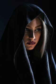 Beauty - is a combination of physical attractiveness, personality, culture, and intelligence that. Dark Portrait, Photo Portrait, Female Portrait, Portrait Art, Beautiful Hijab, Beautiful Eyes, Beautiful Women, Face Photography, Photography Women
