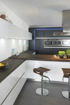 Tulp keukens Kitchen Dining, Dining Room, Home Kitchens, House Design, Diva, Inspireren, Table, Inspiration, Dutch