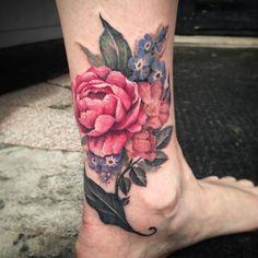 Very fun floral coverup! #tattoo #tattoos #ankletattoo #legtattoo #flowers…