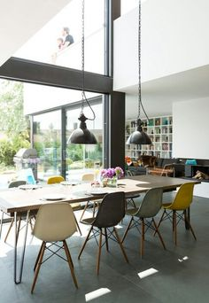 House of the Year 2014 - place: Modern flat roof house # beautiful living Above the dining area, the gallery on the upper floor opens. Dining Room Design, Dining Room Table, Dining Area, Dining Chairs, Flat Roof House, Save For House, Interior Architecture, Interior Design, Side Chairs
