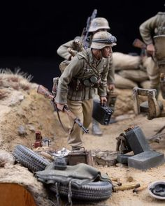 German Soldiers Ww2, Toy Soldiers, Desert Diorama, Ww2 Uniforms, Military Action Figures, Model Tanks, Military Modelling, Military Diorama, Miniature Figurines