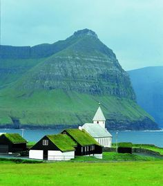 Island 2, Faroe Islands, Picture Quotes, Beautiful Places, Scenery, Green Roofs, Iceland, Amsterdam, Nature