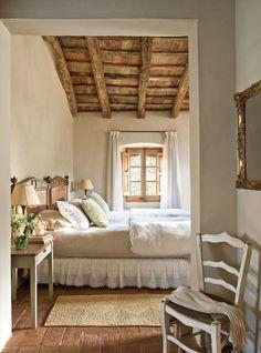 Awesome 40 Cozy Farmhouse Master Bedroom Decorating Ideas https://homemainly.com/1319/40-cozy-farmhouse-master-bedroom-decorating-ideas