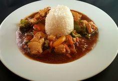 Denne ble jeg utrolig fornøyd med og jeg håper mange har lyst å prøve den. Asian Recipes, Thai Recipes, Cooking Recipes, Norwegian Food, Chop Suey, Scandinavian Food, Wok, Chicken Recipes, Good Food