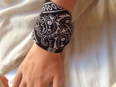 How to Make a Bandana Bracelet: 9 Steps (with Pictures) - wikiHow                                                                                                                                                                                 More